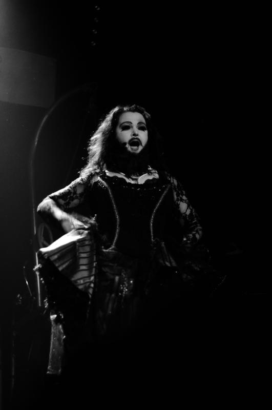 Gina Trapezina, la poupée barbue