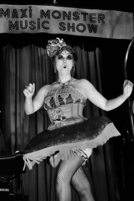 Miss Gabrielle, une femme tronc (là, avec des jambes, d'accord)
