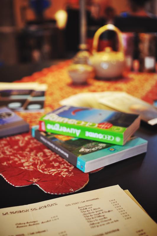 Toute personne peut consulter des livres de rando sur la région le temps d'un thé