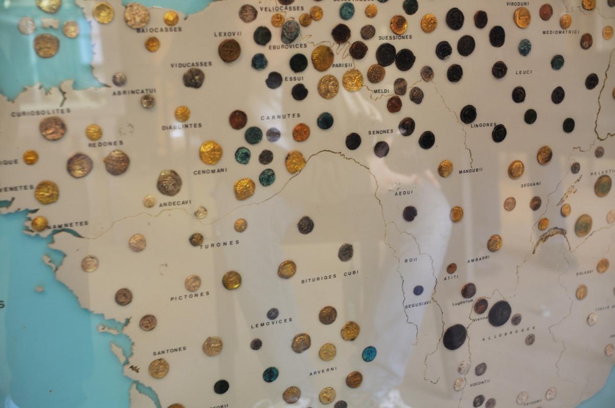 Chaque région a sa monnaie. On voit déjà que le centre est moins propice aux échanges marchands