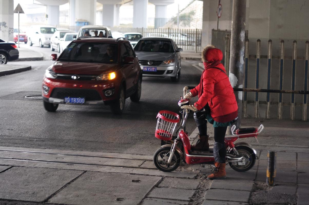 Moultes petites mob électriques sillonnent les routes