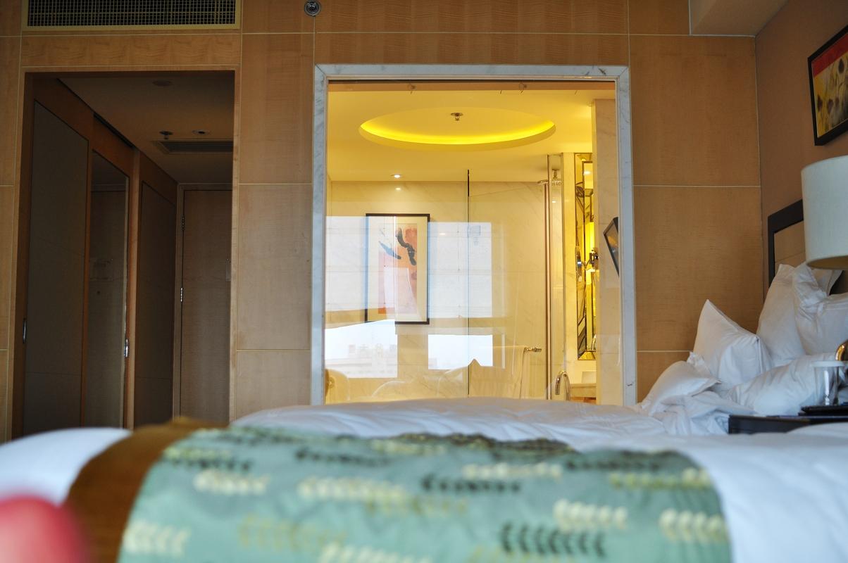 Ahhh...intérieur de salle de bain visible du salon...