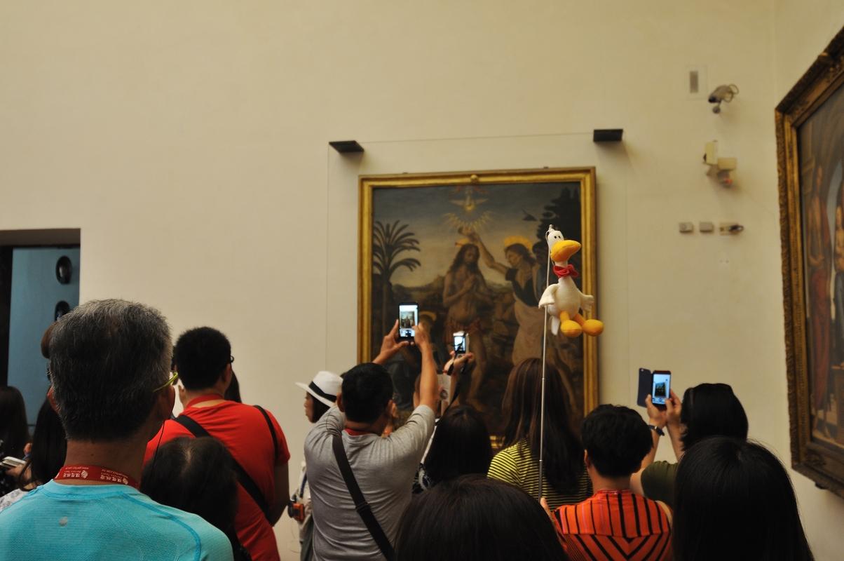 Les touristes et le doudou de leur guide