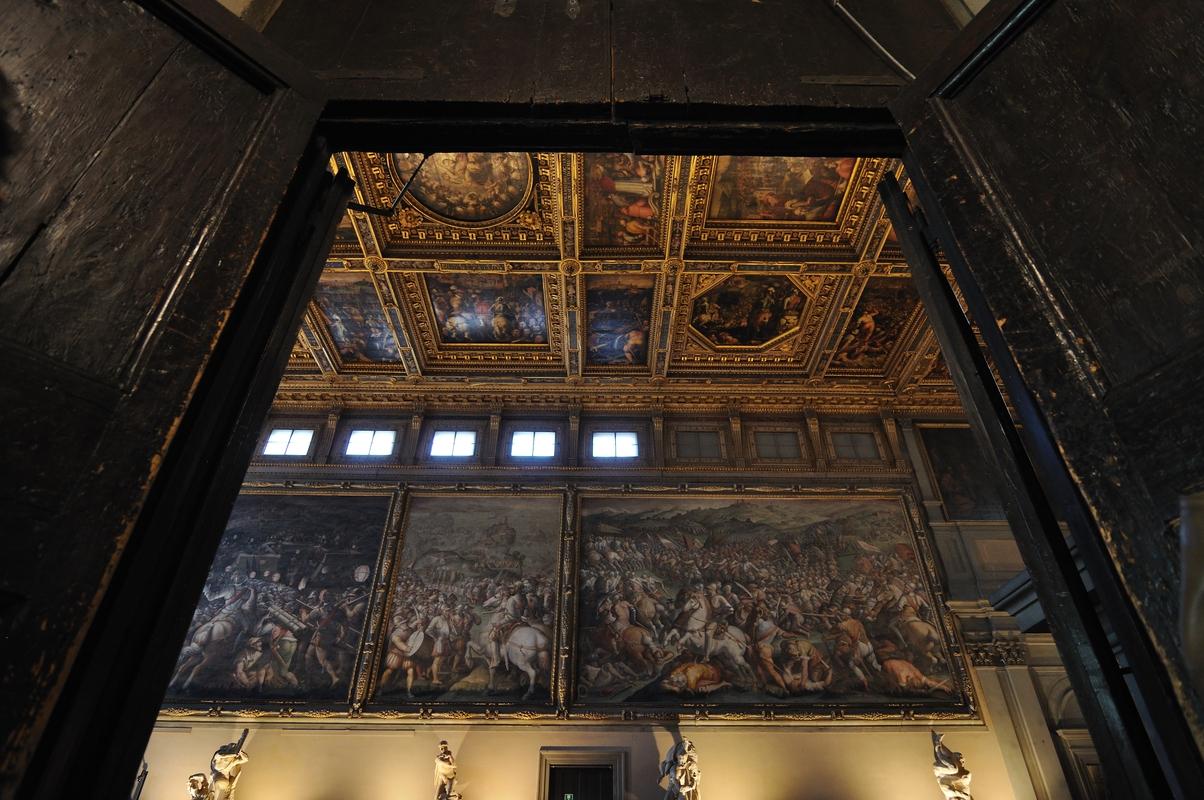Salle des 500 - Ses fresques et son plafond à caissons peints par Vasari