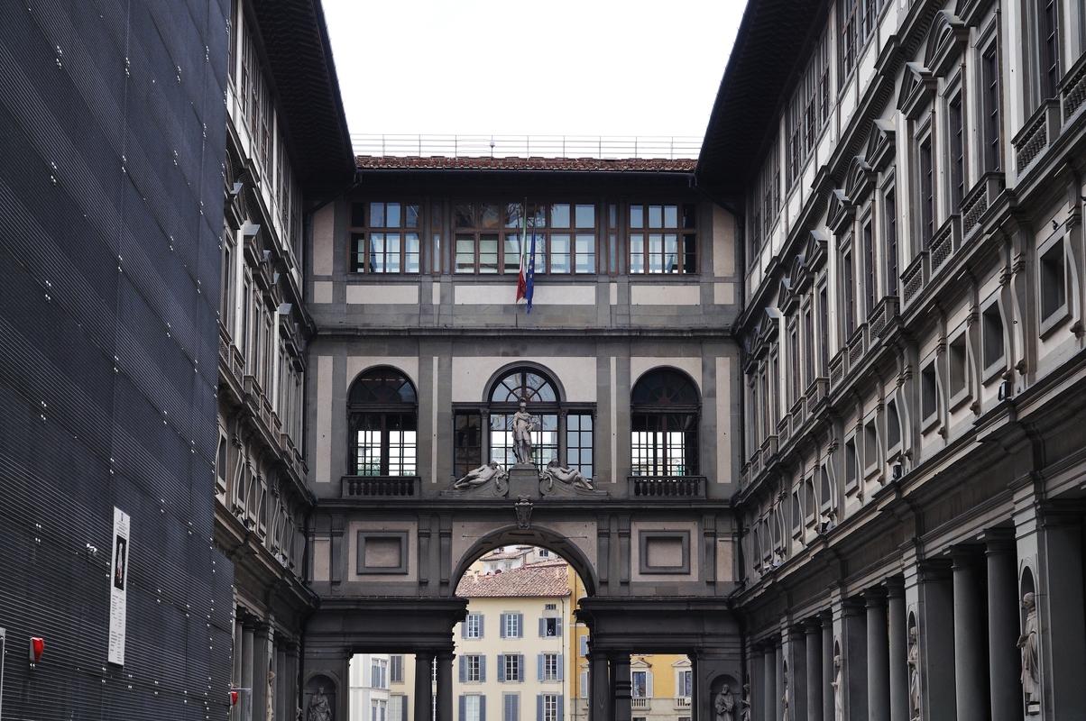 Façade sud (vue vers l'Arno)